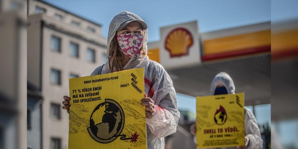 Un tribunal holandés le ordenó a Shell recortar drásticamente su emisión de gases