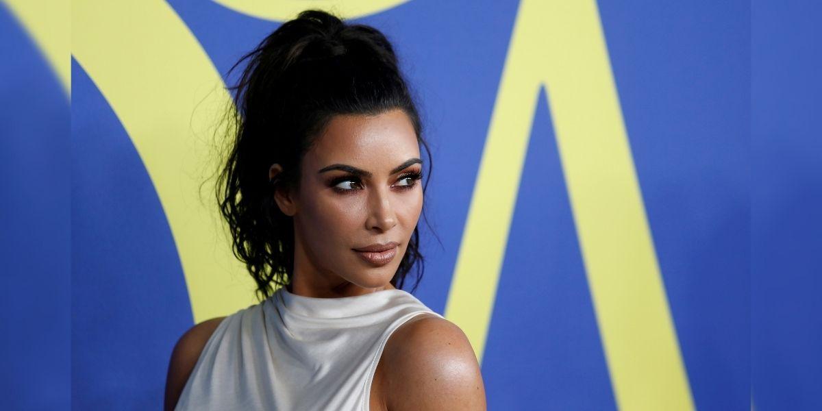 Kim Kardashian usó unos aretes con un símbolo hindú y desató acusaciones de apropiación cultural