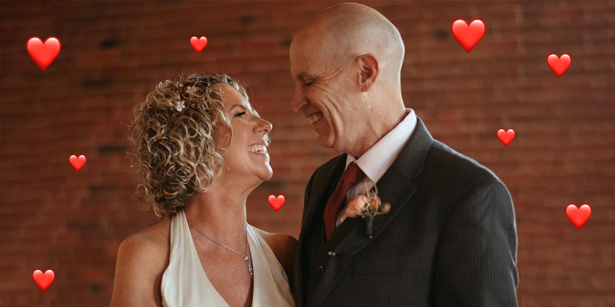 Un hombre con Alzheimer olvidó que era casado y volvió a casarse con su esposa