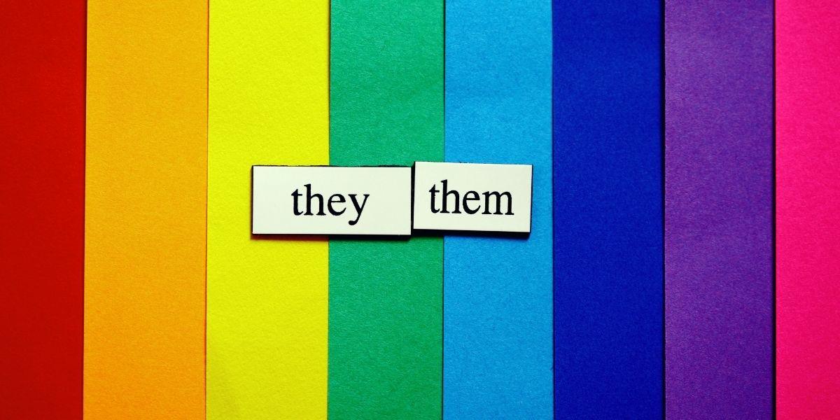 Compañeres, no es ninguna moda: la importancia de respetar los pronombres de las personas no binarias