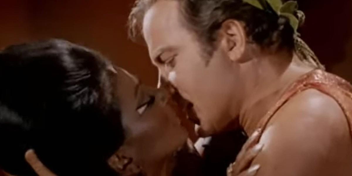 El primer beso interracial en la historia de la TV estuvo a punto de no salir al aire