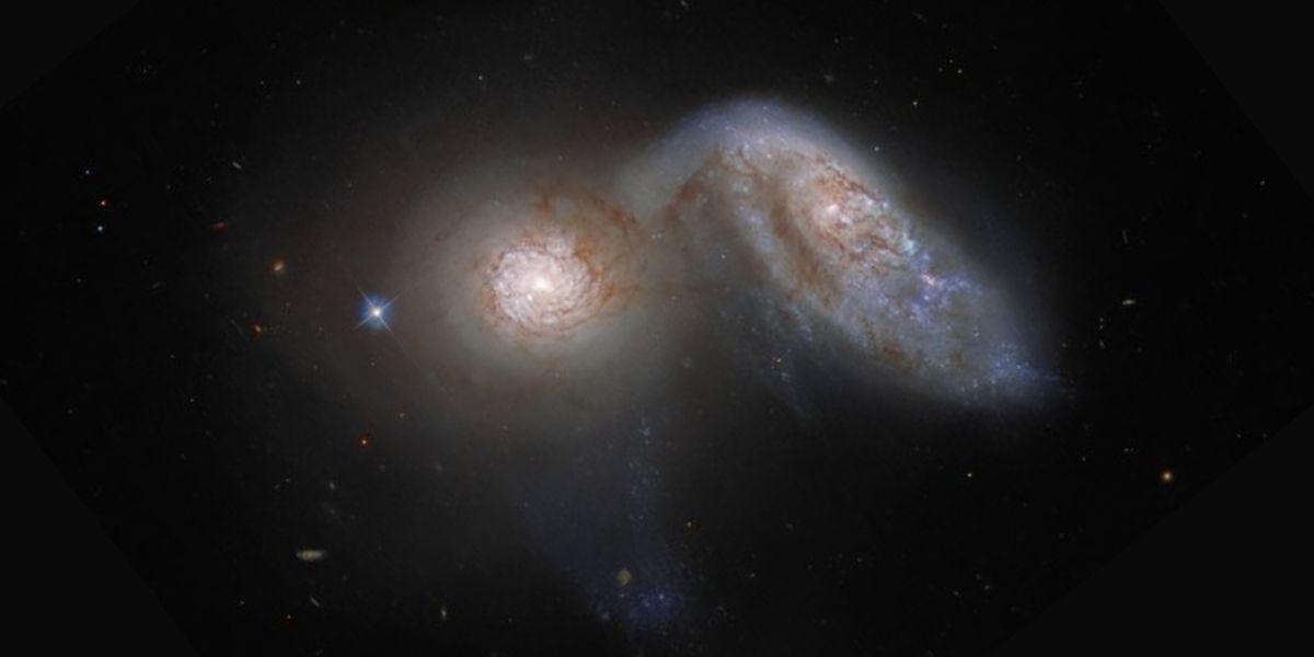 El telescopio Hubble captó a dos galaxias fusionándose a 113 millones de años luz
